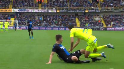 POLL. Verdiende AA Gent een penalty na tackle van Mechele?