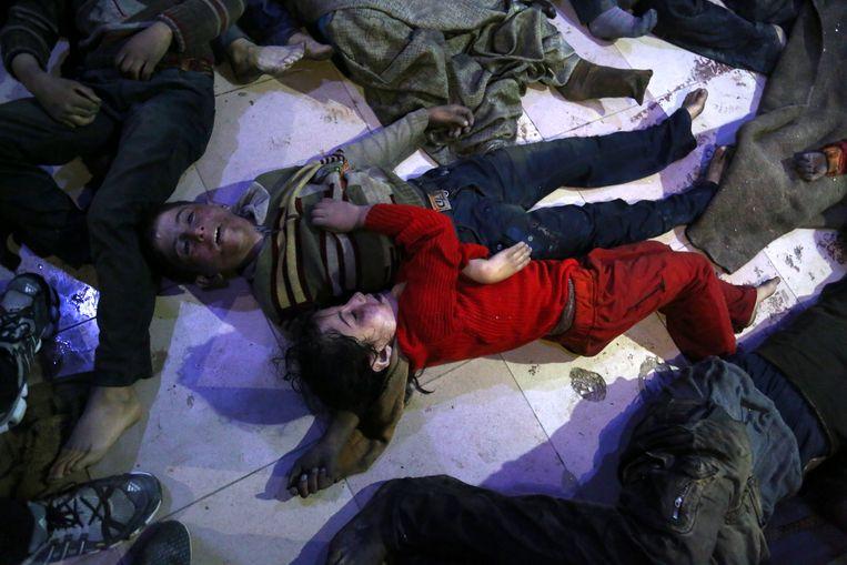 Slachtoffers van de vermoedelijke gasaanval in Douma op 7 april 2018 die aan minstens 70 mensen het leven kostte.