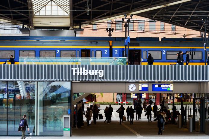 Tilburg ;Station; stock; treinen; station; reizen; bussen; trein; spoor; spoorwegen; nedtrain; bladeren; stilstand; vertraging; ns; prorail; spoorbeheerder;