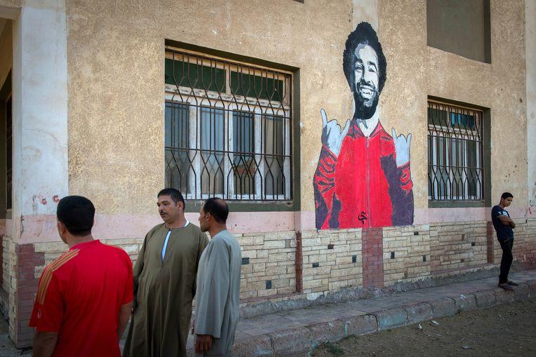 Een muurschildering van Mohamed Salah in zijn geboorteplaats Nagrig. Het hele dorp kijkt naar de wedstrijd in het lokale jeugdcentrum. Beeld Rene Clement