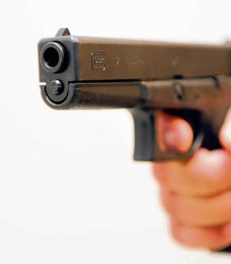 Overvaller dreigt met vuurwapen in snackbar Hoek van Holland