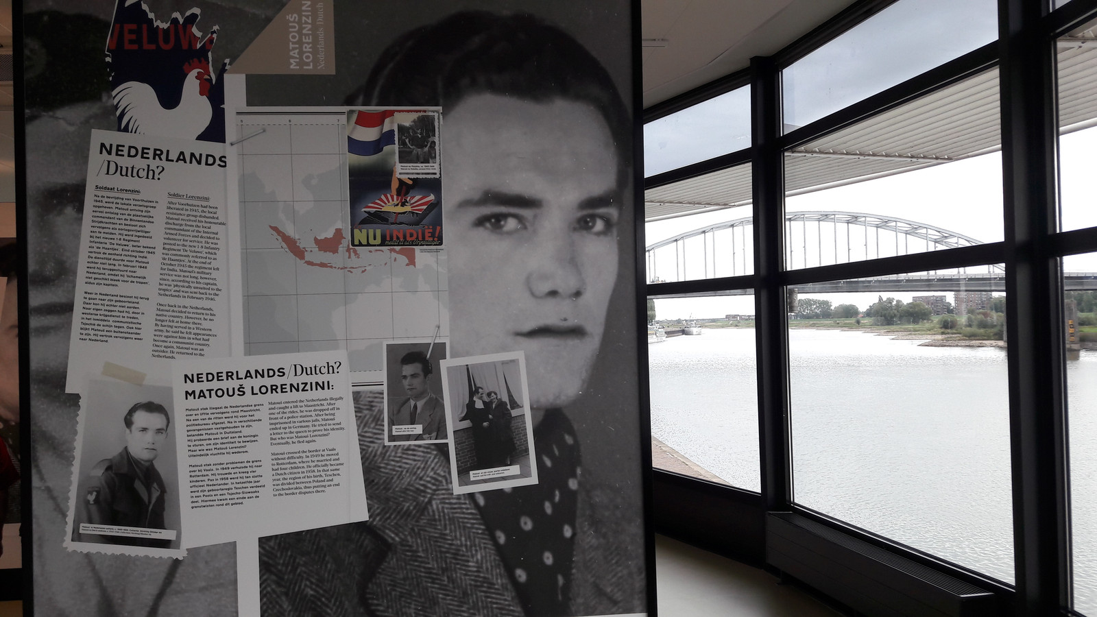 Lorenzini op drift na de Tweede Wereldoorlog: beeld van de expositie in 'Airborne at the Bridge' met uitzicht op de John Frostbrug.
