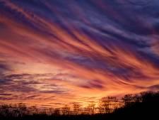 Zonsondergang kleurt Den Haag roze