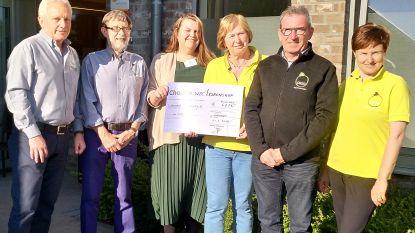WZC Larenshof schenkt 675 euro aan VZW OIGO