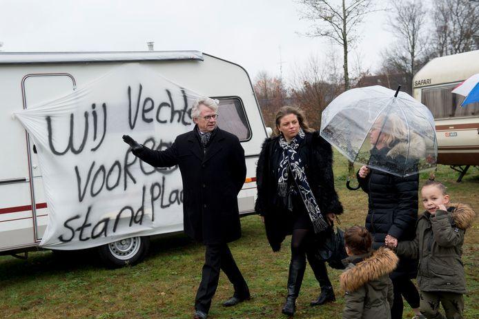 December 2018: Burgemeester John Berends brengt een bezoekje aan woonwagenkamp De Haere bij Wenum-Wiesel. De bewoners hadden caravans met spandoeken neergezet om duidelijk te maken dat er  meer standplaatsen nodig zijn.