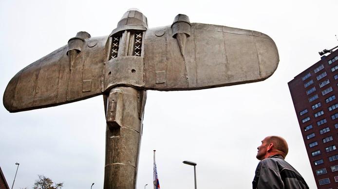 ROTTERDAM (ANP) - Het is de Tweede Wereldoorlog, de oude binnenstad van Rotterdam ligt in puin. Schietend moet je een weg vinden langs de ingestorte Laurenskerk, het Witte Huis, de Willemsspoorbrug en het oude station Blaak, om de stad in handen te krijgen. Dat is het idee van een nieuwe game, Battlefield V.
