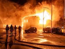 Meerdere bedrijven dakloos  door grote brand Kampen