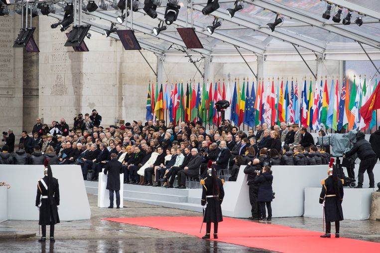 Presidenten en premiers bij de ceremonie ter herdenking van de Eerste Wereldoorlog in Parijs. Beeld EPA