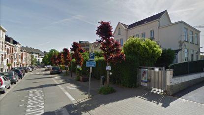 """Vijf jongeren breken in bij Anderlechtse school en mishandelen leraar: """"Hij is getraumatiseerd"""""""