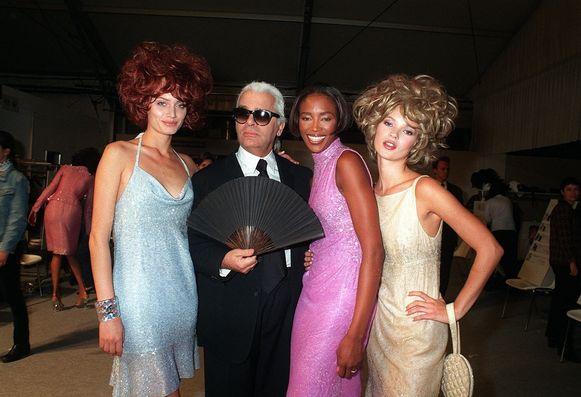 Lagerfeld met Naomi Campbell en Kate Moss in 1997.