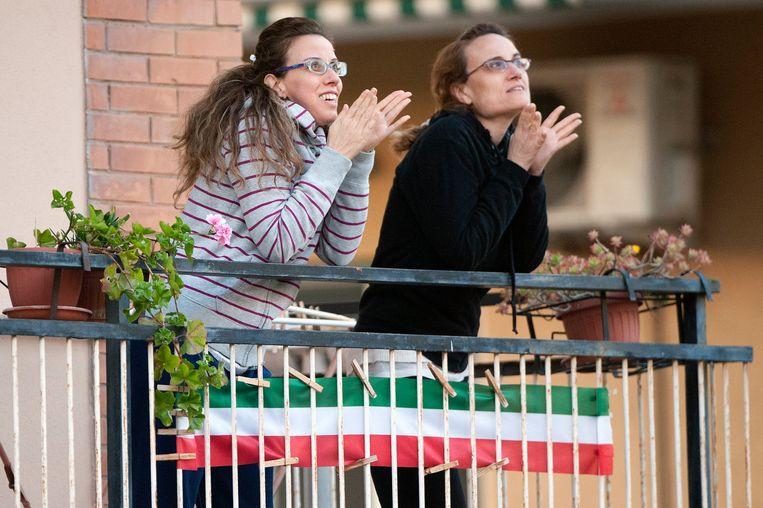 In Italië zongen mensen eerder al vanaf hun balkon het volkslied of andere populaire deuntjes.