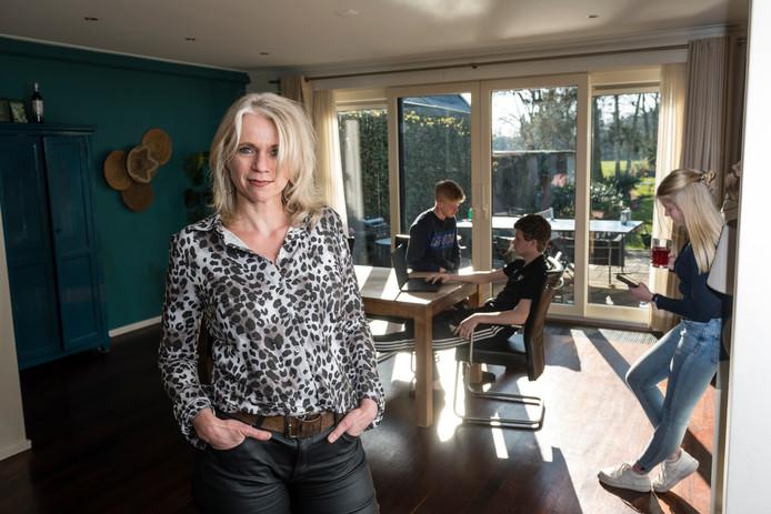 Psychologe Martine Spijker geeft advies: hoe overleef ik, tijdens deze coronacrisis, mijn pubers?