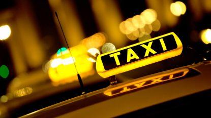 Gemeente stopt jongeren opnieuw  taxicheques toe