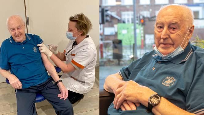 """Joseph Beck (91) is eerste Pajot die het coronavaccin kreeg: """"De prik voel je zelfs niet"""""""