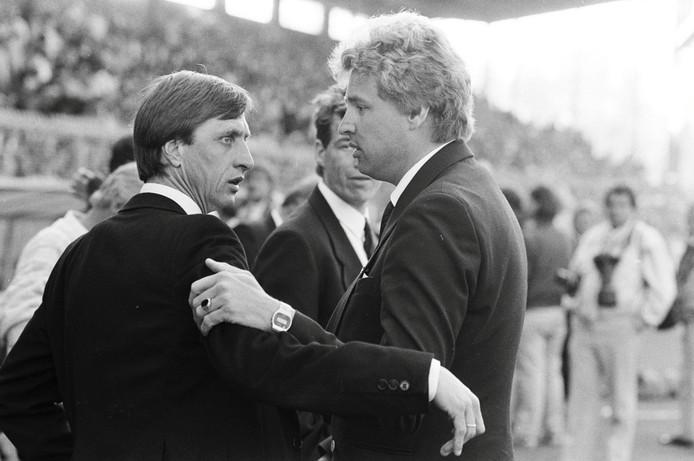 De trainers van Ajax en RBC, Johan Cruijff en Hans Verel, tijdens de bekerfinale  in Stadion de Meer in 1986. Ajax won met 3-0.
