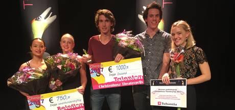 Sallanders aan haal met Christenhusz Theaterprijs, publieksprijs voor Oldenzaalse Laura