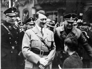 """""""Oui Hitler fait vendre"""": polémique autour d'une vente aux enchères d'effets personnels de dirigeants nazis"""