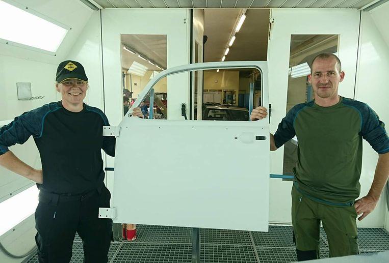 Tom en Alexandra tijdens de cursus autocarrosserie in VTI Deinze.