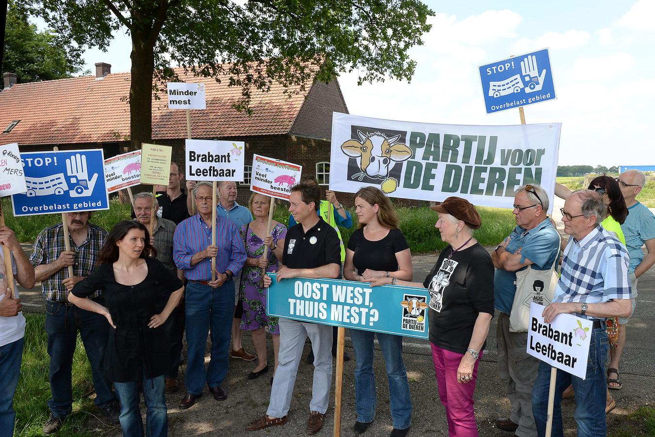 De Partij voor de Dieren voerde in 2014 actie tegen de komst van een mestfabriek in Landhorst.