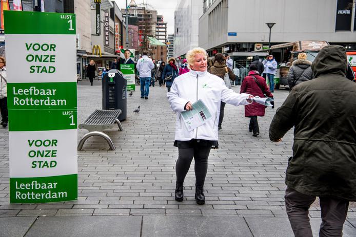 Verkiezingscampagne van Leefbaar Rotterdam in het centrum van Rotterdam.