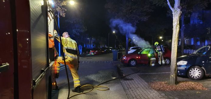 Volgens de politie is de autobrand op de Dukaatstraat in Nijmegen aangestoken.