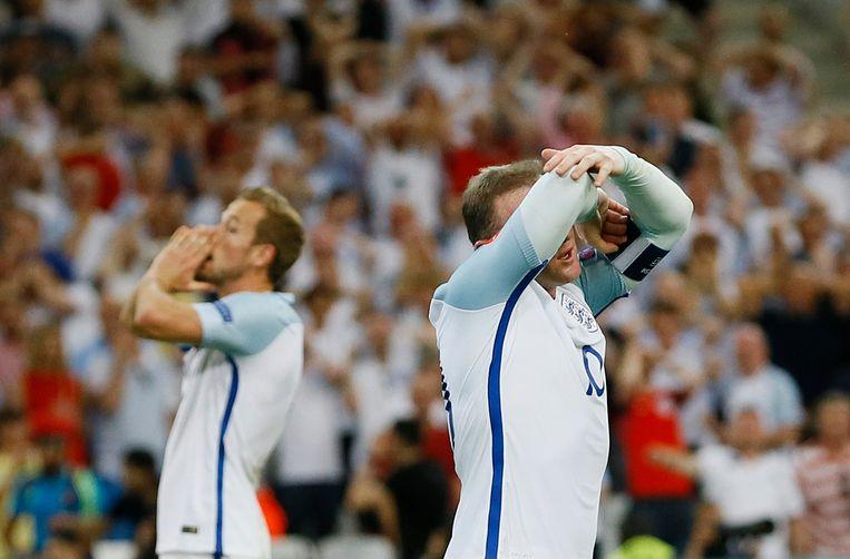 Harry Kane en Wayne Rooney. Beeld ap