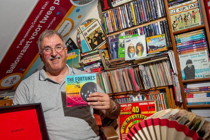 Jan Houterman met zijn muziekverzameling