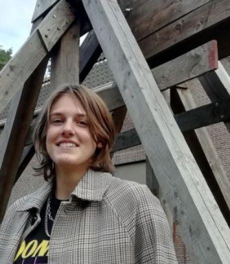 Bente (16) uit Apeldoorn zet recordkatapult overleden vader op Marktplaats