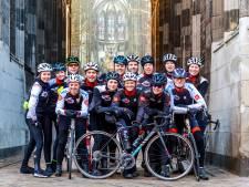 Vuelta naar Utrecht: renners onder de Dom door of over de Oudegracht?