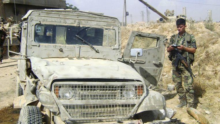 Een van de rebellen in beslag genomen jeep die volgens de Syrische autoriteiten zeggen dat deze uit Israël komt Beeld reuters