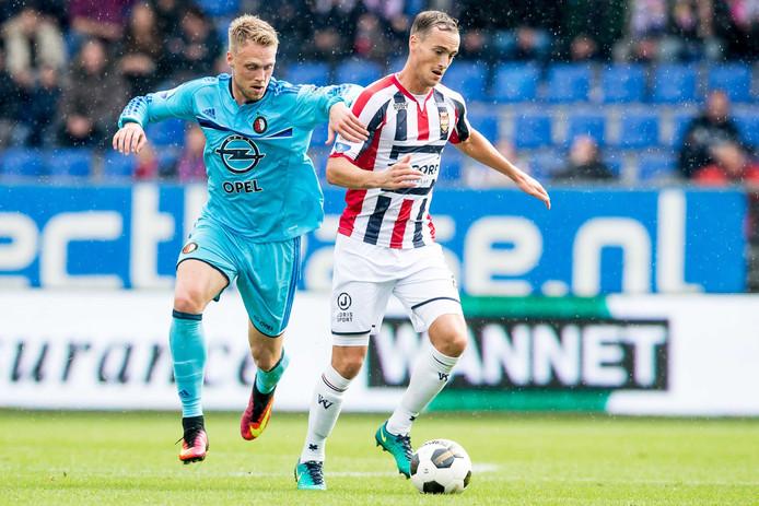 Feyenoord-doelpuntenmaker Nicolai Jörgensen in duel met Freek Heerkens van Willem II.
