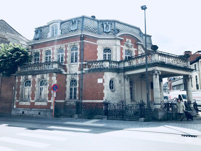 In dit pand komt het restaurant van burgemeester D'Haese.