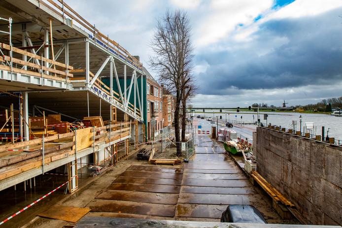De Viking in aanbouw. Steekt de gemeente Deventer opnieuw miljoenen in het project?