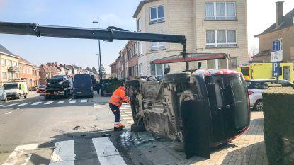 Wagen op de flank na botsing op drukke Brusselbaan