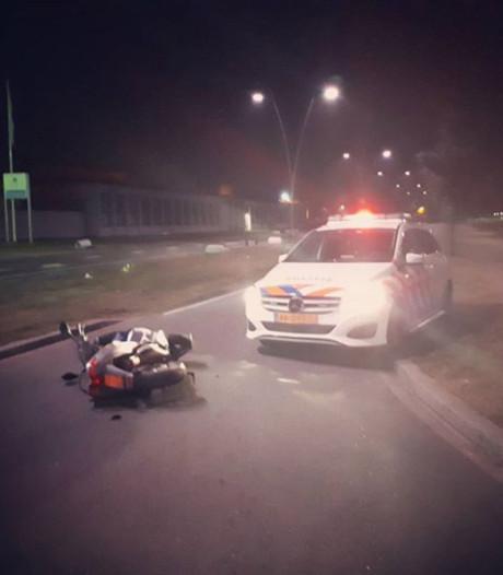 Achtervolging dronken bromfietser in Oss eindigt met botsing tegen politieauto