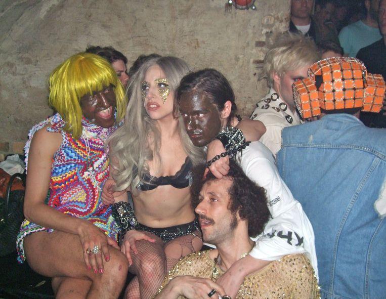 Een beeld uit 2010: Lady Gaga bouwt een feestje in Berghain.