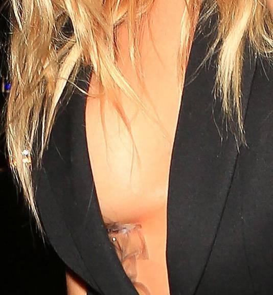 Taxi Service Los Angeles >> Fotomodel blundert met tape voor push-up van voorgevel | Show | AD.nl