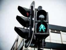 Gevaarlijke kruising krijgt verkeerslicht, schoolgaande jeugd kan maandag weer veilig oversteken
