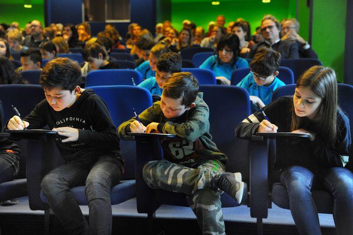 Leerlingen van Walcherse basisscholen concentreren zich op spelling.