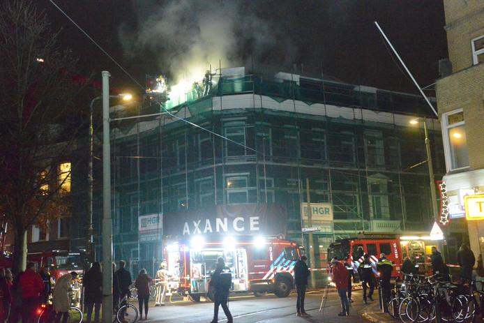 In een kantoorpand in de Zoutmanstraat ontstond vandaag brand.