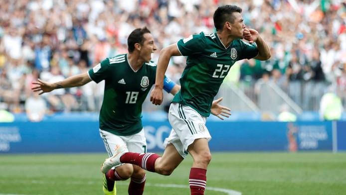 Andres Guardado en Hirving Lozano vieren de 1-0.