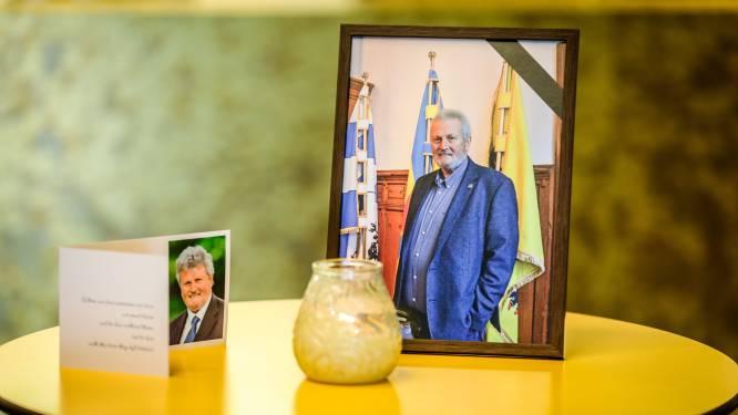 """Middelkerke neemt op pakkende wijze afscheid van schepen Eddy Van Muysewinkel: """"Je ziekte was eerder brandstof om nog vlug even door te zetten"""""""