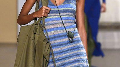 Absoluut niet praktisch maar wel heel hip: de leukste hyperkleine handtassen van het moment