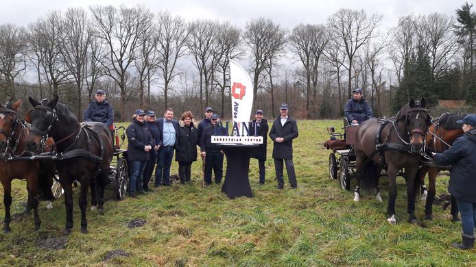 Riant en Van Wijnen ondertekenden woensdag een overeenkomst voor de bouw van twaalf villa's en een appartementencomplex op Landgoed Spelderholt in Beekbergen.