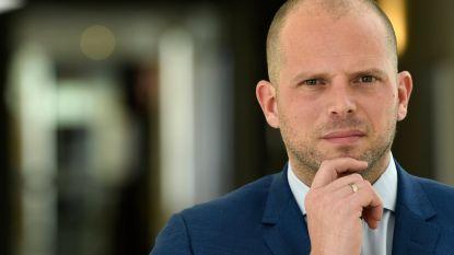 Francken ondervraagd door gerecht over humanitaire visa, Dienst Vreemdelingenzaken krijgt politie over de vloer