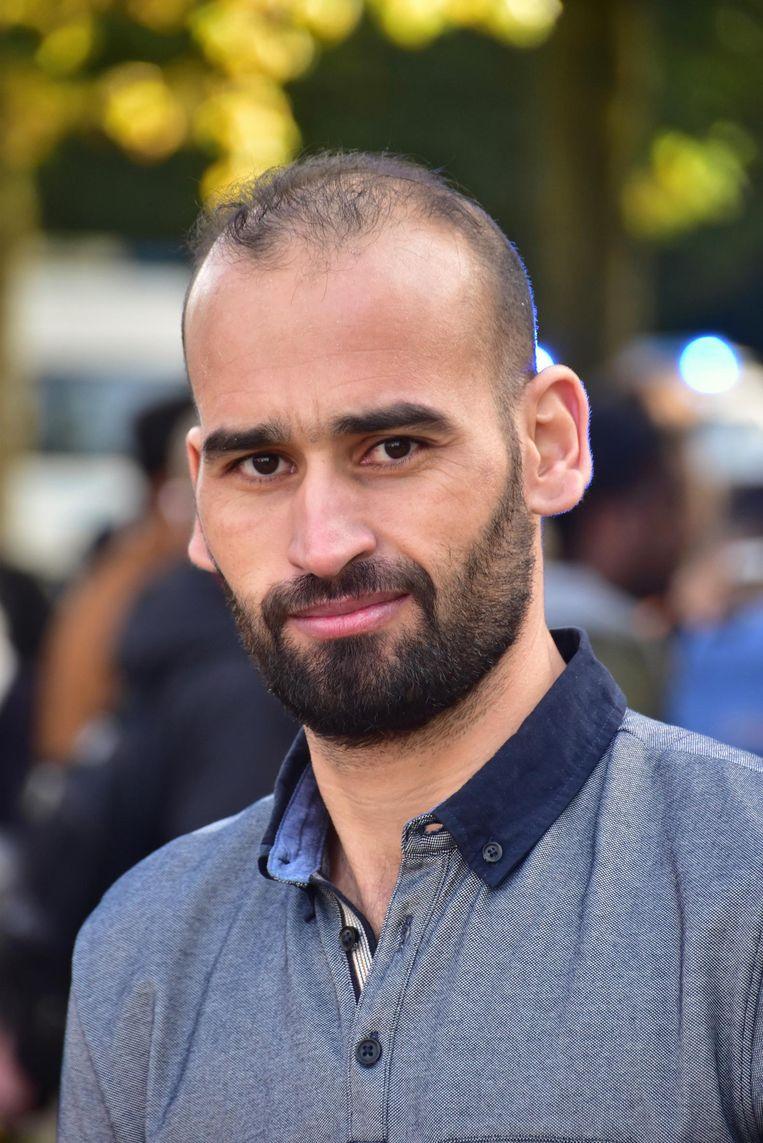 Adnan Elkoudsi (34) uit Koksijde haalde het slachtoffer uit haar verhakkelde wagen.