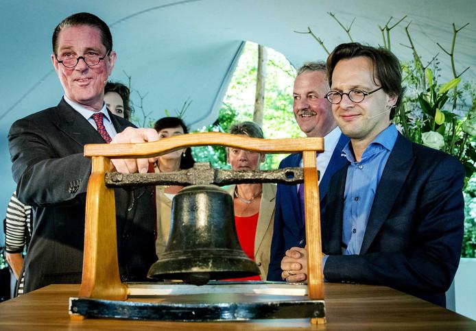 In 2016 openden Paul Loven als eerste voorzitter en initiatiefnemer Ronald van Raak (SP) het Huis van de Klokkenluiders, dat melders van misstanden moet helpen.