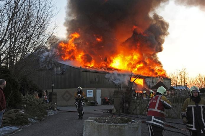 Brand bij de Droogbloemzolder in december 2009. foto Peter Nicolai