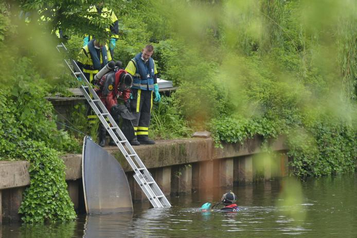 Het lichaam is door duikers van de brandweer uit het water gehaald.