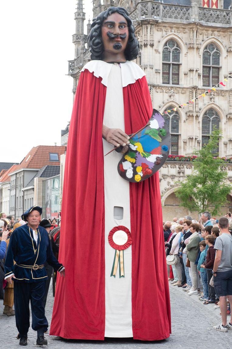 De reus Adriaen Brouwer, hier te zien op de Adriaen Brouwer Bierfeesten, is in Antwerpen vertrokken om zaterdag 82 kilometer verder in Oudenaarde te arriveren.